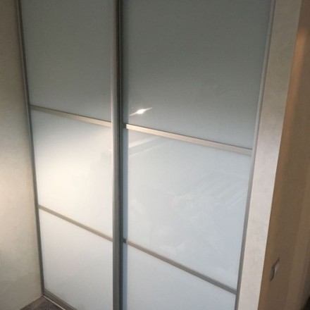 Шкаф-купе из стекла Лакобель «Модель 7»