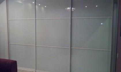 Шкаф-купе из стекла Лакобель «Модель 48»